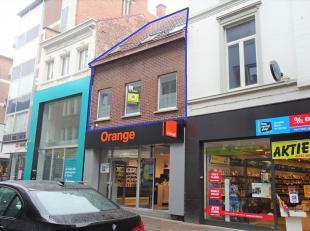 Deze duplex is zeer mooi gelegen in het centrum van Tienen. Makkelijk bereikbaar via E40, trein of bus. Deze ruime duplex omvat: inkomhal, eetkamer (o