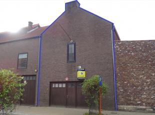 Deze opslagplaats is gelegen in Hoegaarden en is makkelijk bereikbaar via E40. Deze opslagplaats is op het gelijkvloers 326m² en omvat tevens een