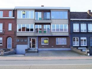 Zeer groot gelijkvloersappartement, in een kleine residentie met kleine gemeenschappelijke kosten aangezien er geen lift aanwezig is. Genieten kan u i