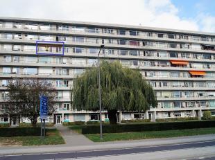 Goed gelegen appartement gelegen op de 6de verdieping, bereikbaar met lift, nabij het centrum, Carrefour en station. Dit goed onderhouden appartement