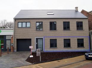 Zeer mooi gelijkvloersappartement gelegen in het centrum van Hoegaarden nabij school, winkels en met vlotte verbinding autosnelweg. Dit luxueus afgewe