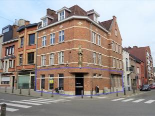 Mooi instapklaar kantoor- of praktijkruimte gelegen op een toplocatie aan de hoek van 2 drukke invalswegen in het centrum van Tienen, in de directe na