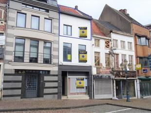 Dit appartement is gelegen op een topligging in het centrum van Tienen op de Veemarkt. Vanop het terras hebt u zicht op de prachtige toren van de Sint