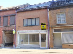 Deze instapklare ruime woning is gelegen in de voorstad van Tienen. Zeer makkelijk bereikbaar via E40, trein of bus met dichte nabijheid van centrum.