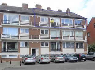 Dit ruim en goed gelegen appartement met veel lichtinval is gelegen nabij centrum Leuven en het treinstation. Het appartement werd gerenoveerd in 2014