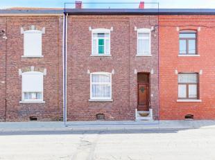 Rustig gelegen rijwoning met ruime woonkamer en eetkamer, keuken en veranda. Zuid gerichte tuin met toegang langs Meierstraat. Op de eerste verdieping