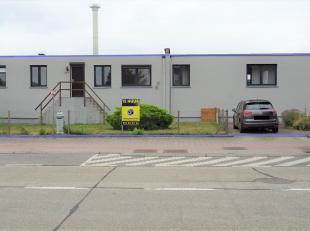Deze gelijkvloerse, ruime woning/appartement is gelegen in de voorstad van Tienen. Makkelijk bereikbaar via E40, trein of bus. Het pand omvat: inkom,