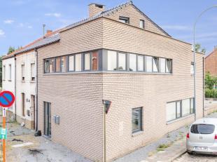 Zeer mooi nieuwbouwappartement met 1 slaapkamer, gelegen aan de stadsrand van Tienen, nabij openbaar vervoer en winkels. App. omvat: inkomhal, ruime s