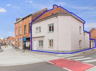 Op de hoek van de Diestsesteenweg 6 en de Pollepelstraat 2 bevindt zich dit pand, bestaande uit 2 afzonderlijke appartementen en 2 garages. Beide appa