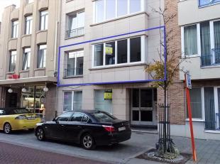 Dit appartement is recent volledig gerenoveerd. Het is perfect gelegen in het centrum van Tienen en makkelijk bereikbaar via E40, trein of bus. Het ap