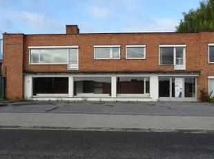 Dit bedrijfsgebouw is gelegen vlakbij de ring van Tienen met een vlotte verbinding naar de E40. Dit pand omvat:<br /> - Een multifunctioneel bedrijfsg