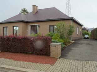 Deze perfect onderhouden woning is rustig gelegen op slechts 1,2 km van het station en het centrum van Tienen.<br /> U komt binnen via een ruime inkom
