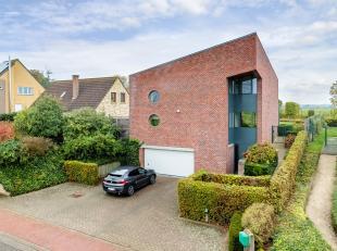 Tijdloze moderne woning op rustige ligging in landelijke omgeving van Vissenaken-Tienen. De woning dateert van 1993 en heeft een grote leefruimte met
