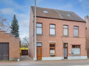 Deze gezinswoning van 1918 werd in 1994 volledig gerenoveerd en recent nog voorzien van een hoogrendement condensatiegasketel. Er is een grote leefrui