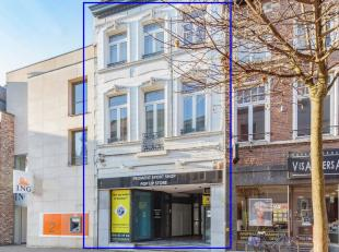 Duplexappartement met 3 slaapkamers in Leuvensestraat te Tienen. Dit appartement ligt in het begin van de hoofdwinkelstraat te Tienen en heeft een gro