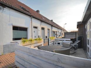 Deze instapklare starterswoning te Zomergem is TOTAAL gerenoveerd:<br /> Volgende zaken zijn vernieuwd: Alle leidingen, alle vloeren, septische put, p