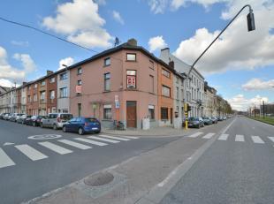 Deze op te frissen woning is gelegen op de hoek van Spaarstraat en de Blaisantvest, 5 minuten wandelen van Dok Noord. Op het gelijkvloers treft met ee