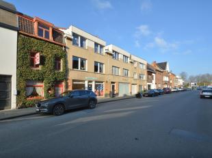 Dit perceel is gelegen vlakbij het centrum van Wondelgem, op enkele stappen van het station. Het betreft een af te breken of herop te bouwen woning. <