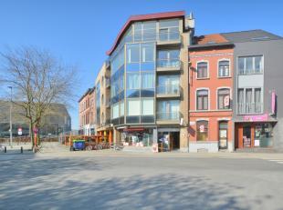 Deze woning heeft de afgelopen jaren dienst gedaan als handelszaak maar kan ook als gezinswoning gebruikt worden. De woning heeft momenteel volgende i