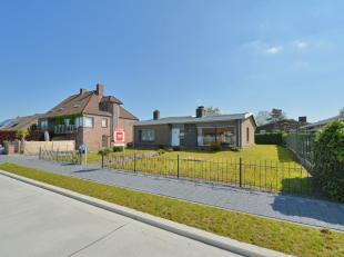 Deze te renoveren bungalow is gelegen in een rustige, kindvriendelijke residentiële buurt in het hart van Lovendegem met in de directe omgeving w