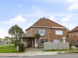Deze woning is gelegen aan de R4, op 5 minuten van Evergem en op wandelafstand van de Carrefour en Okay. De woning werd reeds gedeeltelijk gerenoveerd