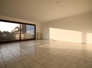 Situé à Mont-Saint-Guibert, proche de LLN et de l'Axis Parc, ce spacieux appartement sis au 1er étage d'une copropriét&eac