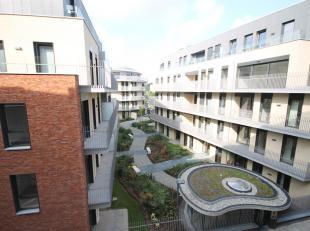 !!! LOUÉ !!! Une situation exceptionnelle pour cet appartement de standing à 100 mètres du lac de Louvain-la-Neuve ! En entrant,