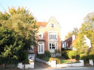 Au centre de La Hulpe et proche de toutes les facilités, cette maison de maître des années 20' est idéale pour une famille