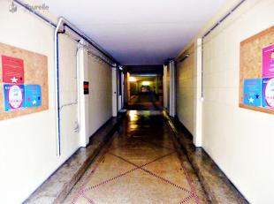 Meerdere beveiligde parkeerplaatsen beschikbaar in een overdekte garage naast het Ambiorixplein en het Margueritte plein, op wandelafstand van de EU-i
