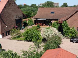 A la limite d'Anderlecht, non loin d'Erasme, splendide ferme ( datant de +/- 1860) avec dépendances ( dont une ancienne grange datant de 1905)&
