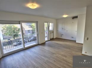 MAISON COMMUNALE - PARC JOURDAIN - Prachtig appartement PREMIERE BEZETTING na renovatie van ± 80 m², bestaande uit een hal met meterkast,