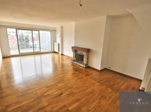MONTGOMERY - In klein gebouw, mooi appartement PENTHOUSE van ± 90 m² en bestaande uit: inkomhal, salon / eetkamer, volledig ingerichte keu