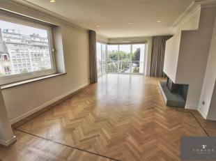MONTGOMERY: Prachtig luxe appartement van 205m² gelegen op de 5e verdieping van 7 bestaande uit: Inkomhal, grote woonkamer + eetkamer met open ha