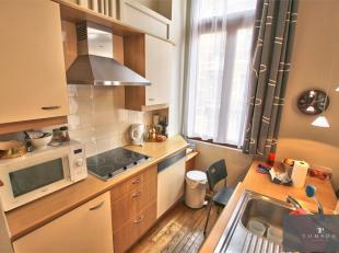 AMBIORIX: Zeer mooi GEMEUBILEERD appartement van ± 50 m² inclusief; woon- / eetkamer, ingerichte keuken, 1 slaapkamer, bureau / kleedkamer