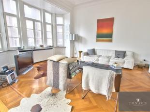 PLACE BRUGMANN - In klein gebouw , prachtig 'Parisien' stijl appartement van ±200m² met een heldere en ruime woon / eetkamer , grote volle
