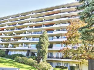 ULB - ROOSEVELT - Dans bel immeuble de standing, superbe appartement de ± 110 m², entièrement rénové et comprenant :