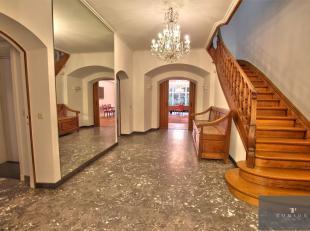 FRANKLIN ROOSEVELT: Een must om te zien! Prestigieus herenhuis van ± 600 m² met een voorgevel van ± 10 m en bestaande uit: marmeren