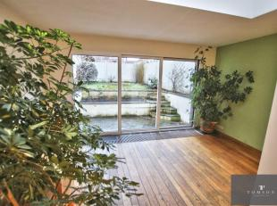 VOGELZANG - Om te zien, mooi huis van ± 210 m², volledig gerenoveerd met hoogwaardige materialen en bestaande uit: inkomhal, salon / eetka