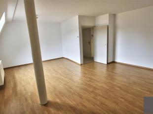 PLACE SAINT JOB - CHAUSSEE DE WATERLOO - Superbe appartement de ± 110 m², comprenant : un hall d'entrée, un salon / salle à