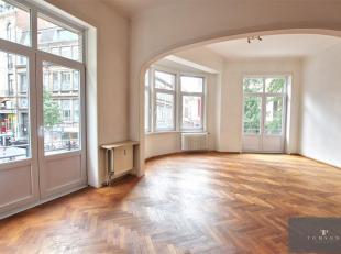 Grote Markt : 100 meter van de grote markt : Prachtig appartement van ±120m² bestaande uit : inkomhal, living / eetkamer ±40m²