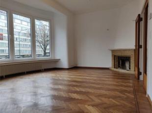 // FOTO'S WACHTEN // TUSSEN TOMBERG EN GRIBAUMONT - Schitterend huis van ± 160 m², volledig gerenoveerd en bestaande uit: inkomhal, salon