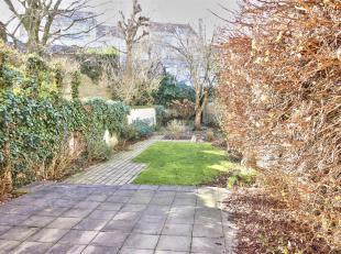 MOLIERE / BRUGMANN - Mooie herenhuis van ± 280 m² met een GROTE TUIN. De begane grond heeft een grote hal die leidt naar 3 kamers en een b