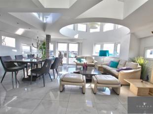 SQUARE VERGOTE: Prachtig GEMEUBILEERD appartement van ± 100m² bestaande uit: inkomhal, woon / eetkamer, volledig ingerichte keuken + wasma