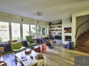 VOGELZANG - Schitterend huis van ± 306 m² gerenoveerd door architect en bestaande uit: inkomhal, ruime woon / eetkamer met open haard, vol