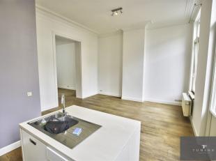 METRO MADOU / CEE: 5 minuten van de EU-wijk, prachtig appartement van ± 80 m² bestaande uit een hal, woonkamer / eetkamer, volledig uitger