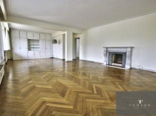 LIEDJE VAN VOGEL - In klein gebouw, mooi appartement van ± 150 m² in uitstekende staat en bestaande uit: hal, salon / eetkamer van &plusmn