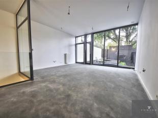 TONGRES / LINTHOUT: Zeer mooie kantoorruimte met twee ingangen. Inclusief: een voorkamer van ± 12 m², een achterkamer van ± 30 m&su