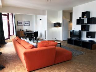 KUNST WET / MADOU. Prachtige duplex volledig ingericht en volledig gerenoveerd met 4 terrassen. Inkomhal met garderobe, 3 ruime slaapkamers, 1 badkame