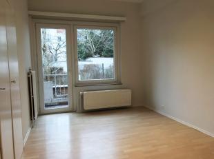 Schumanplein / Europese instellingen. Mooi appartement helemaal opgeknapt. Inkomhal, apart toilet, lichte woonkamer, ingerichte keuken, nachthal, 1 do