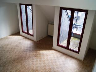 Arts Lois / Madou: Magnifique appartment avec 1 grande chambre en excellent état. 7ème étage. Hall d'entrée, vestiaire, sa
